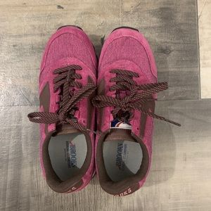 Brooks sneakers size 9